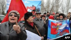 Демонстрация протеста перед посольством США в Бишкеке против приезда нового посла США Ричарда Майлза 27 февраля 2015 года