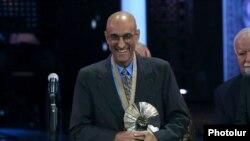 Врач Том Катена, обладатель премии «Аврора».