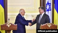Президент України Петро Порошенко (праворуч) і президент Ізраїлю Реувен Рівлін. Київ, 27 вересня 2016 року