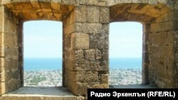 Вид из крепости Нарын-Кала в Дербенте, южный Дагестан