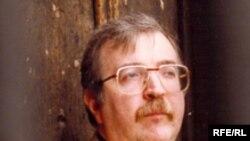 دنیس مک ایون، استاد دانشکده ادبیات دانشگاه نیوکاسل