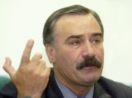 Где живет Руслан Аушев?