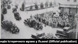 Населення Львова зустрічає радянську армію. Вересень 1939 року