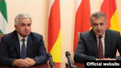 Президент Абхазии Рауль Хаджимба и глава Южной Осетии Анатолий Бибилов