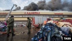 """Қазан қаласындағы """"Адмирал"""" сауда кешеніндегі өрт. Ресей, 11 наурыз 2015 жыл."""