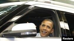 "Барак Обама за рулем ""Ford Explorer"""