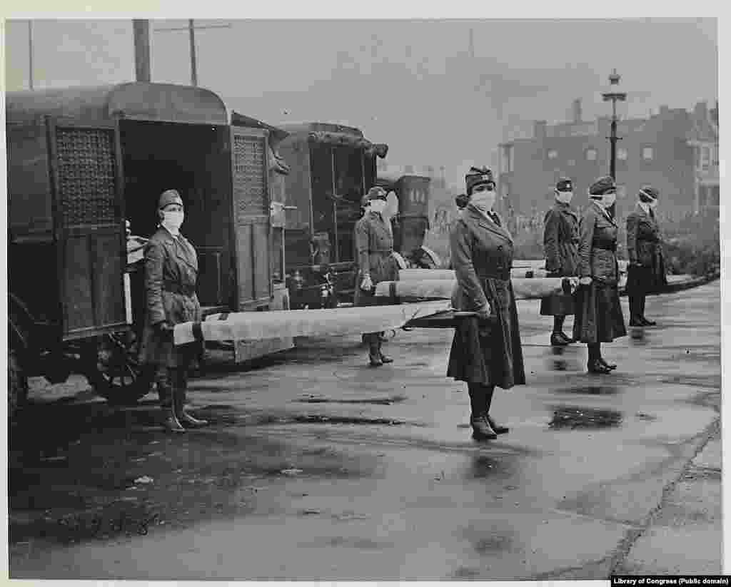 Работники Красного Креста в Сент-Луисе в разгар эпидемии «испанки» в октябре 1918 года.