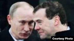 """Фрагмент обложки книги Эрика Альбрехта """"Путин и его президент. Россия при Медведеве"""""""