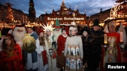 Різдвяні ярмарки у Німеччини перебувають під особливою охороною після минулорічного нападу в Берліні (на фото відкриття ярмарку у Дрездені, 29 листопада 2017 року)