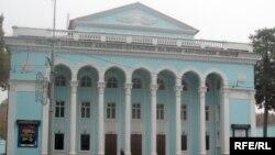 Бинои Театри давлатии ба номи Абулқосими Лоҳутӣ дар Душанбе