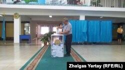 Наурызбай ауданындағы №515 сайлау учаскесі. Алматы, 26 сәуір 2015 жыл.