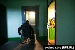 Арцём заязджае ў ліфт