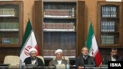 اکبر هاشمی رفسنجانی (مرکز تصویر) در یکی از جلسات مجمع تشخیص مصلحت نظام