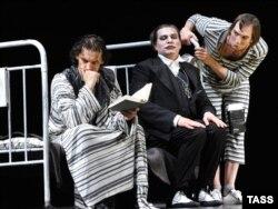 """Moskva, Nabokovun """"Edama dəvət"""" əsəri əsasında hazırlanan tamaşa..."""