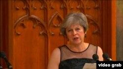 Theresa May gjatë fjalimit të saj të mbrëmshëm në Londër