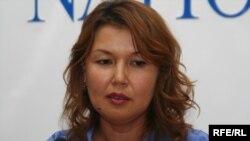 Джамиля Джакишева, супруга арестованного топ-менеджера Мухтара Джакишева, ведет свою пресс-конференцию. Алматы, 15 июня 2009 года.