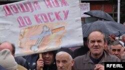 Архивска фотографија: Протест на стечајците пред влада.