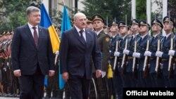 Президент України Петро Порошенко і президент Білорусі Олександр Лукашенко (зліва направо). Київ 21 липня 2017 року