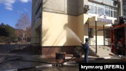 В Армянске моют улицы и стены домов после выбросов, 13 сентября 2018 год