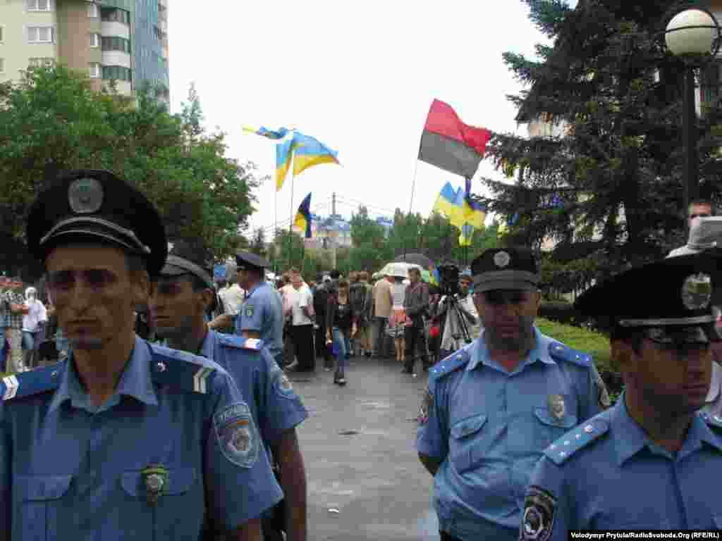 Правоохоронці мали проблеми з прихильниками «регіоналів», які вели себе агресивно.