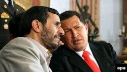 رییس جمهوری ونزوئلا، احمدی نژاد را برادرخوانده خود توصیف می کند.