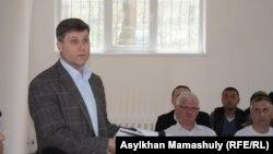 Адвокат Сергей Уткин Бостандық ауданының сотында ЖСДП қорғаушысы болды. Алматы, 14 сәуір 2015 жыл.