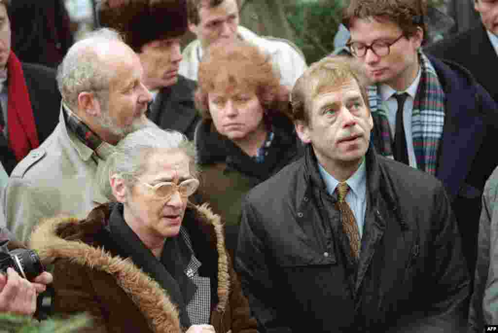 Bonner with Czechoslovak President Vaclav Havel in 1990