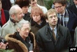 Чехословацький президент Вацлав Гавел відвідав Олену Боннер (ліворуч) у Москві 27 лютого 1990 року