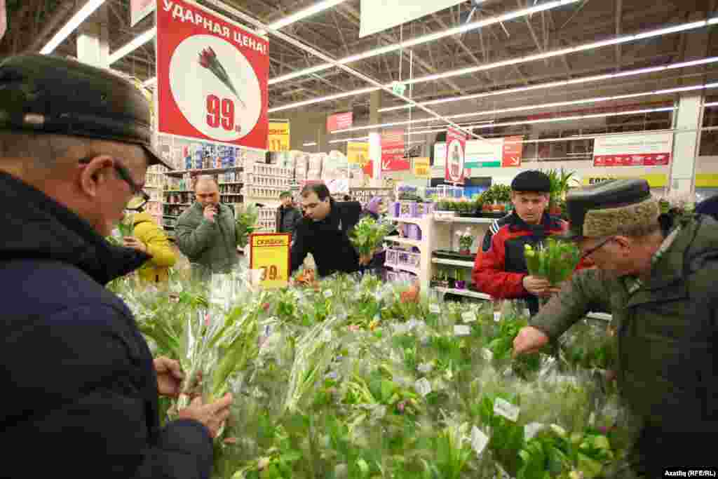 """Ашан"" кибетендә ләлә– 8 мартта иң күп сатыла торган чәчәк"