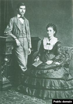 16-летний Зигмунд Фрейд с матерью Амалией, 1872 год