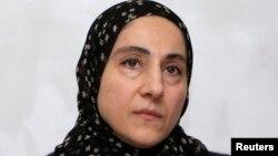 Матір Тамерлана Царнаєва Зубейдат на прес-конференції переконувала, що її сина вбили лише за те, що він був мусульманином, Махачкала, 25 квітня 2013 року