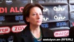 Бывший секретарь правления партии «Наследие» Карине Акопян на пресс-конференции, Ереван, 19 марта 2012 г.