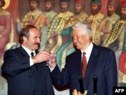 Аляксандар Лукашэнка і Барыс Ельцын пасьля падпісаньня статуту «саюзнай дзяржавы» 23 траўня 1997 году