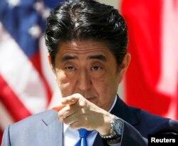 Синдзо Абэ во время визита в Вашингтон. 28 апреля 2015 года