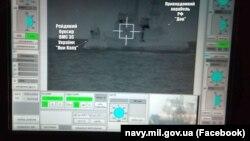 Оприлюднене ВМС України фото, на якому видно, як російське судно таранить український рейдовий буксир