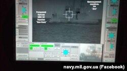 Момент тарана украинского военного судна «Яны Капу» российским пограничным катером «Дон». Скриншот размещен на странице ВМСУ в Фейсбуке