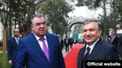 Эмомали Рахмон (слева) и Шавкат Мирзиеев