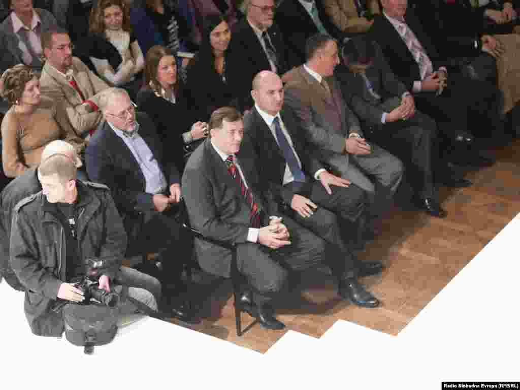 """Promocija knjige Emira Kusturice u Banjaluci - Filmski reditelj Emir Kusturica u Banjaluci je 19. novembra 2010 predstavio autobiografsku knjigu """"Smrt je neprovjerena glasina"""", fotogafije: Saša Čolić"""