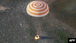 Космічний корабель із Олегом Новицьким і Томасом Песке приземлився поблизу міста Джезказгана в Казахстані 2 червня близько 17:00 за київським часом