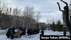 Молитва по погибшим в авиакатастрофе близ алматинского ажропорта. Нур-Султан, 28 декабря 2019 года.