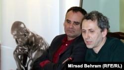 Dino Mustafić i Oliver Frljić na tribini u Mostaru