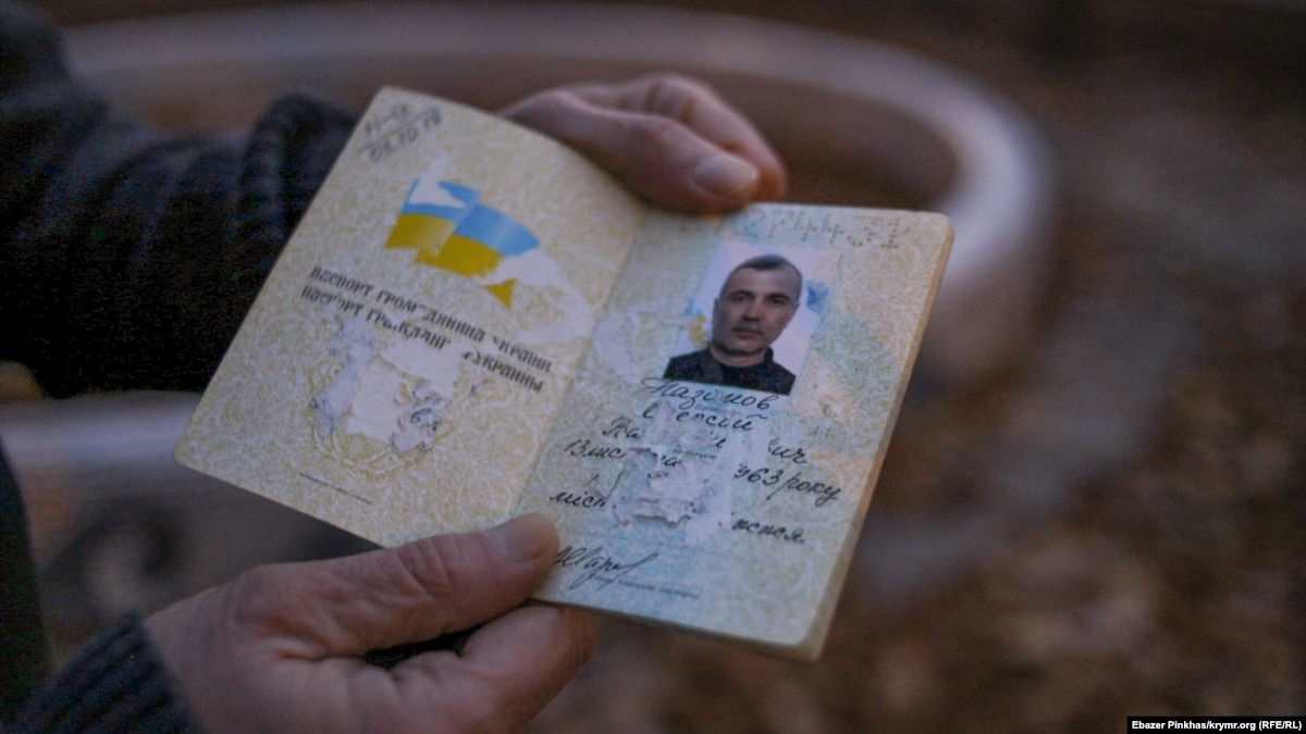 Осужденный в Крыму журналист Назимов – на свободе. Говорит: пока был за решеткой, ему испортили украинский паспорт