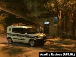 """Polis """"Qanun""""un binası önündə"""