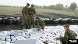 Heroin seized on the Tajik-Afghan border by Russian border guards (file photo)