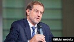 Moldova / Slovenia - Alojz (Lojze) Peterle, Slovenian politician, member of the European Parliament