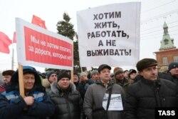 Російські водії-далекобійники протестують проти запровадження плати за користування федеральними дорогами. Омськ, 30 листопада 2015 року