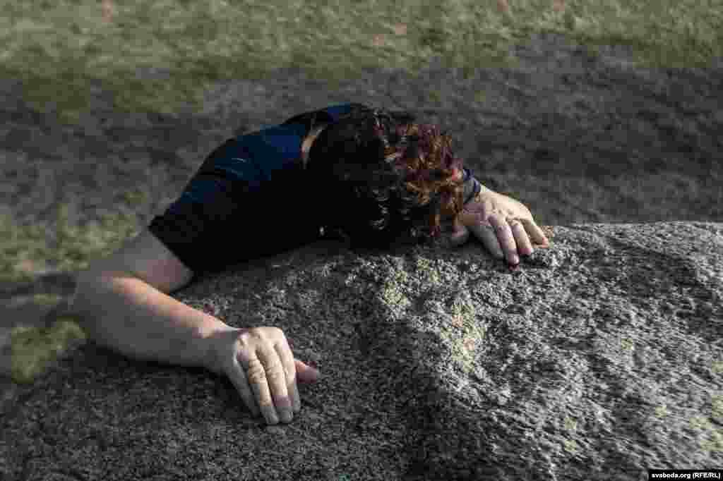 Людзі вераць у лекавыя ўласьцівасьці камяня.