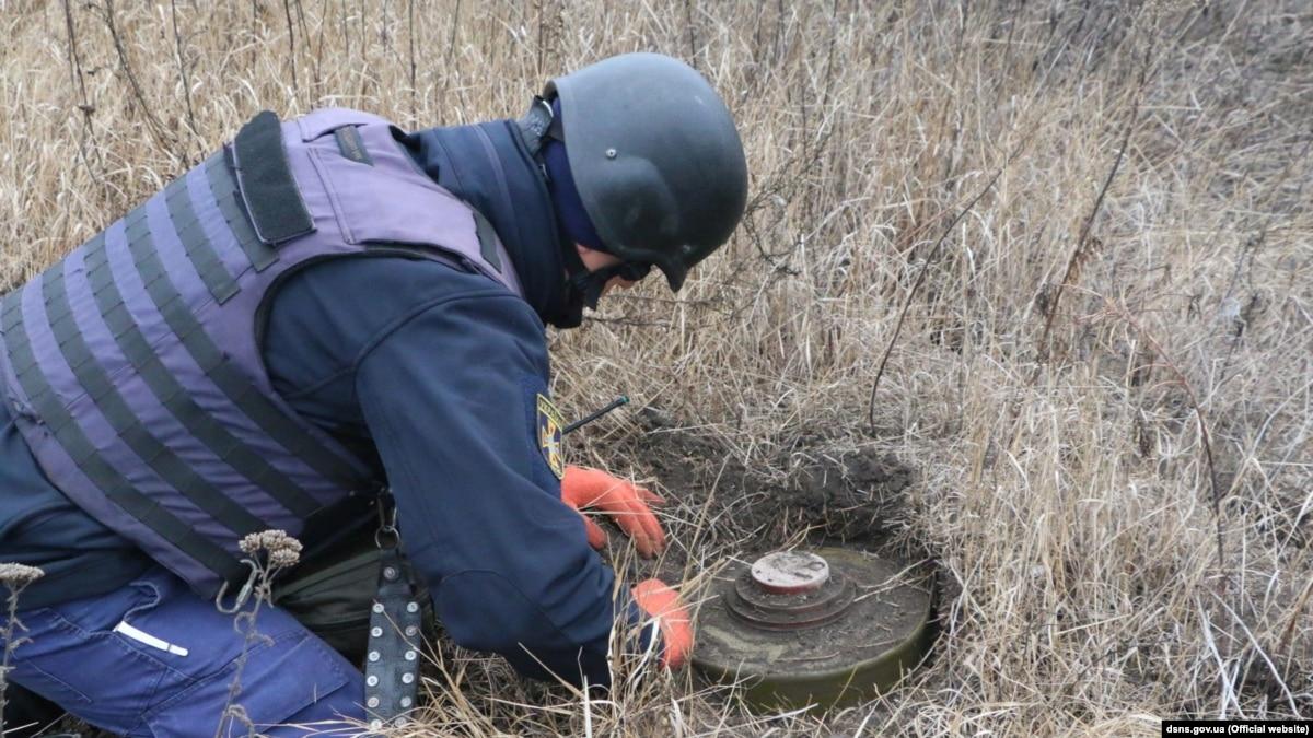 Пиротехники начали процесс поиска мин на линии разграничения возле Петровского – ГСЧС