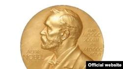 Предната страна на медалот на Нобеловата награда