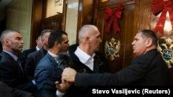 Tenzije i podjele zbog Zakona o vjeroispovijesti pratile su raspravu i usvajanje Zakona u Parlamentu, 27. decembra 2019., kada je zabelježna i ova fotografija